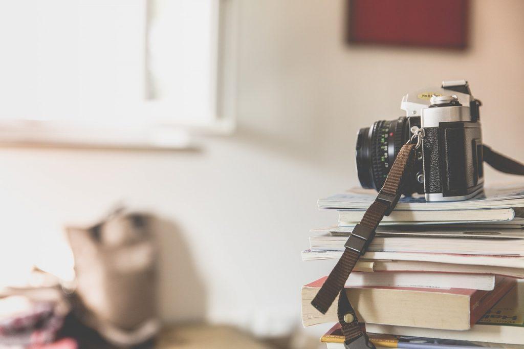 Fotografia natychmiastowa – czym jest, jak działa, dlaczego stała się popularna?