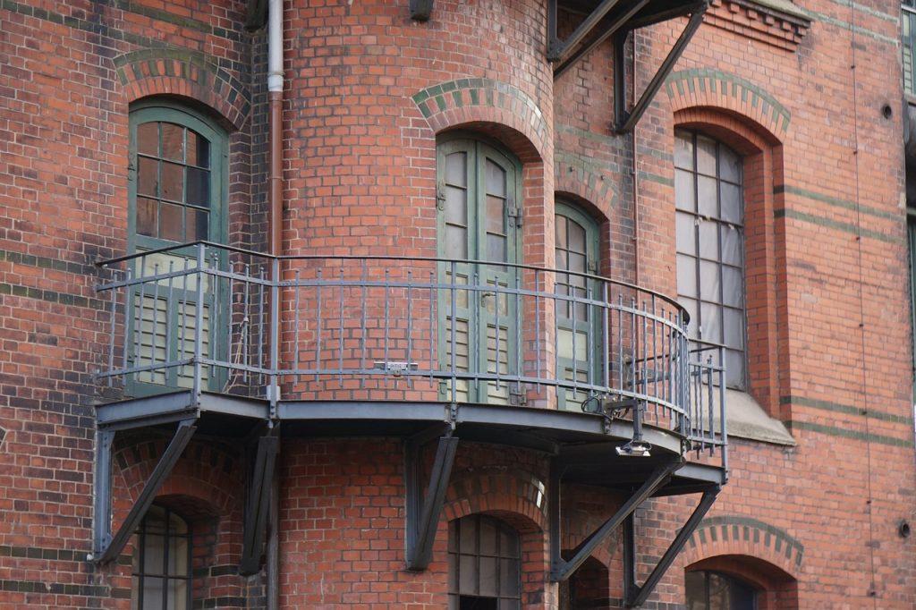 Sam połóż płytki na balkonie