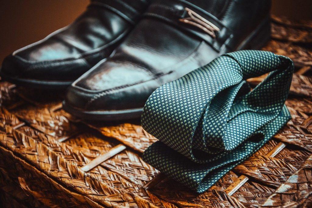 5 prostych zasad noszenia krawata do eleganckiej koszuli