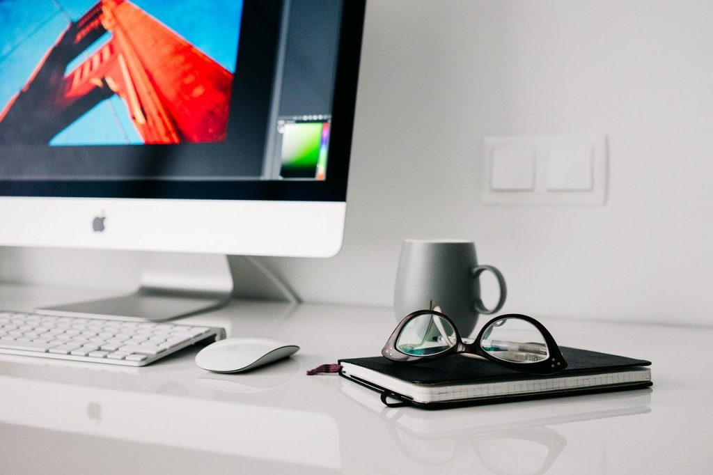 """Jaki wpływ na kondycję naszego wzroku ma """"home office""""?"""